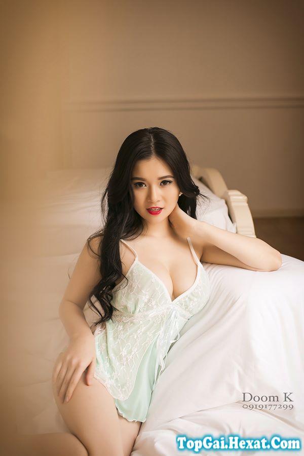 Ảnh gái xinh với váy ngủ cực đẹp và quyến rũ trên giường|raw