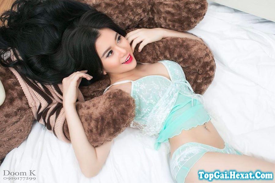 Ảnh gái xinh với váy ngủ cực đẹp và quyến rũ trên giường