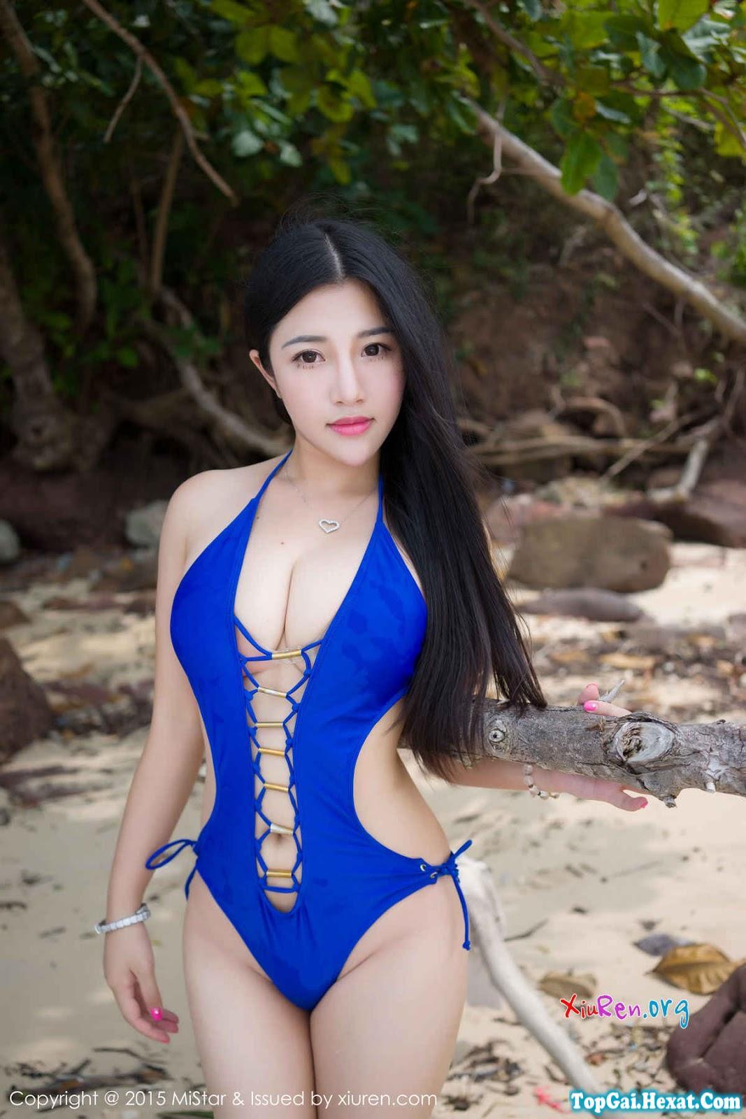 Em gái xinh ngực khủng tắm biển phần 2
