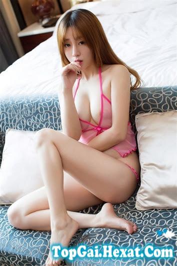 Gái xinh bikini siêu mỏng màu hồng khiêu gợi