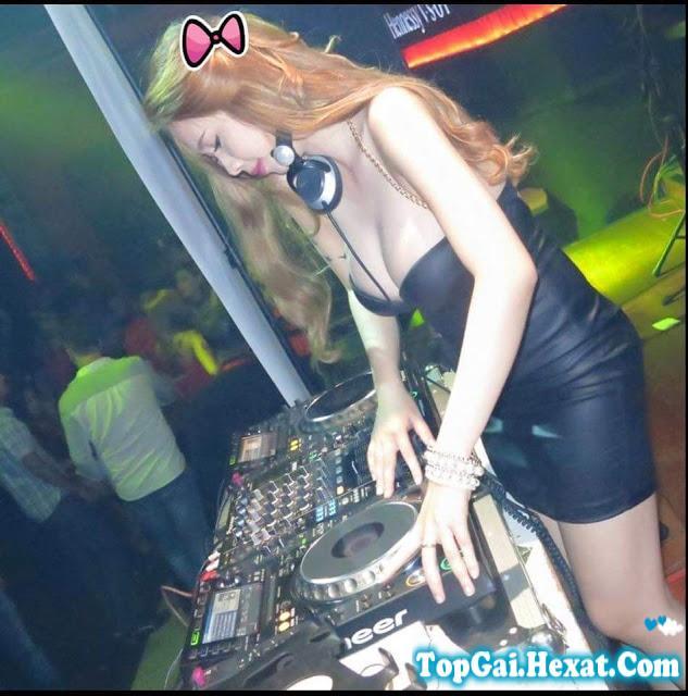 Gái xinh DJ Tina khoe vếu bự nhìn phê vãi