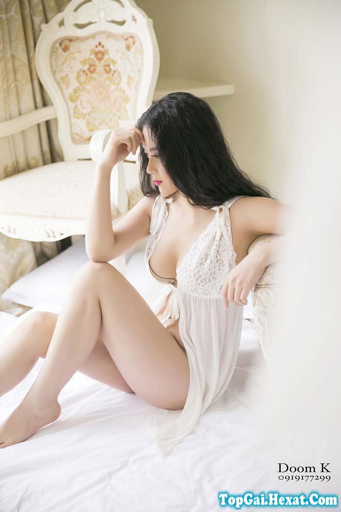 Gái xinh gợi cảm với nội y thích khoe hàng trên giường