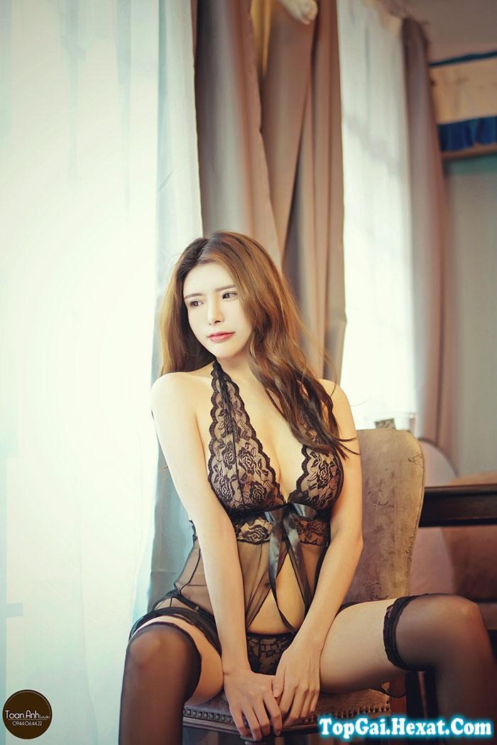 Gái xinh không mặc quần áo lót ngực to dáng chuẩn