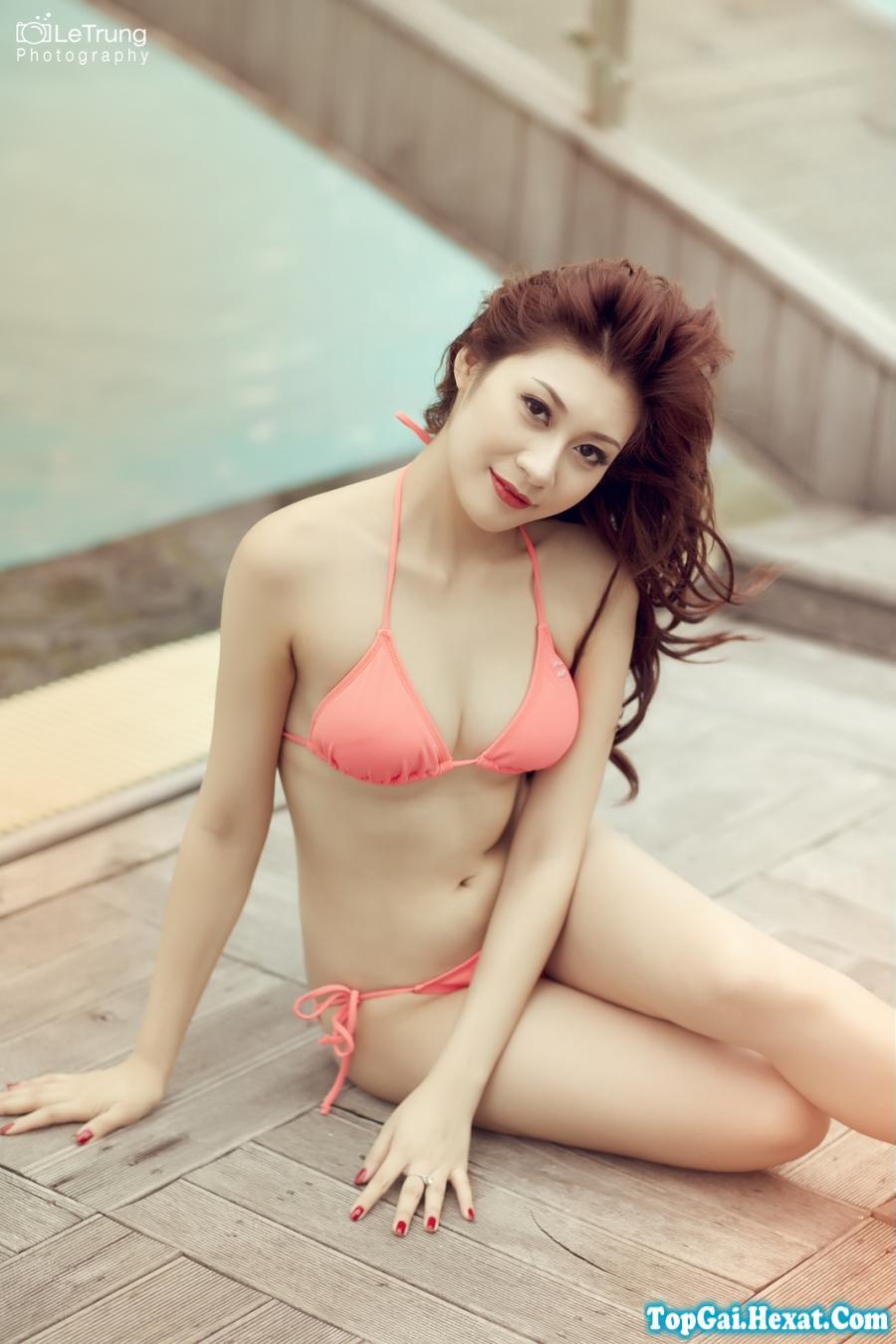 Gái xinh mặc áo tắm khoe dáng bên bể bơi|raw