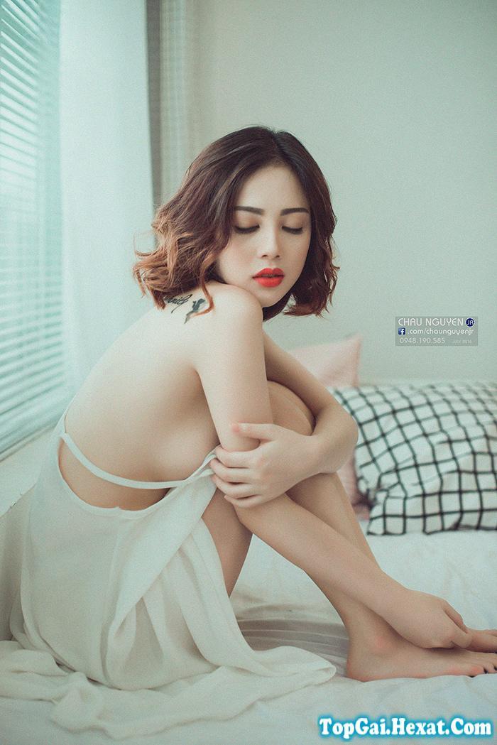 Gái xinh nude trong phòng ngủ cực gợi cảm