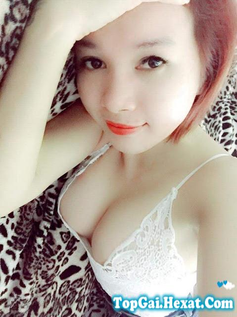 Gái xinh tự sướng khoe ngực khủng to tròn