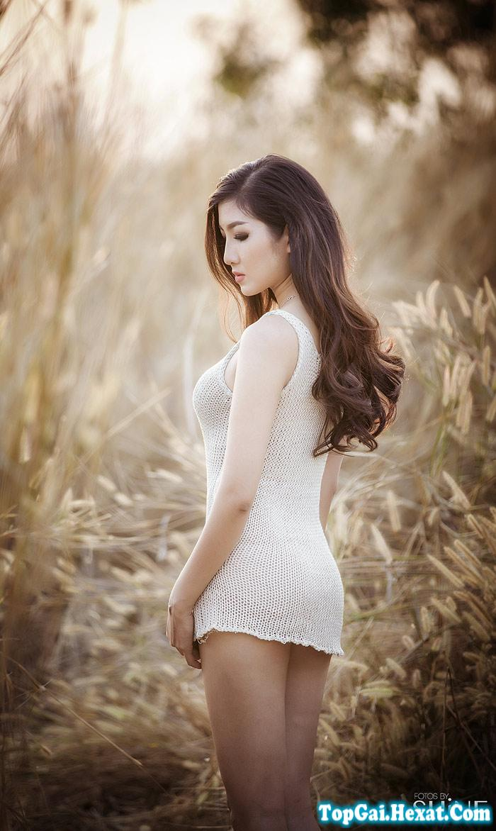 Gái xinh với bộ váy ngủ mỏng tanh