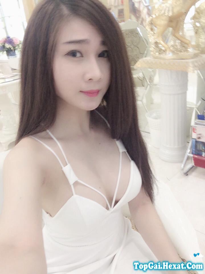 Hot girl Linh Elly khoe vếu cực xinh|raw