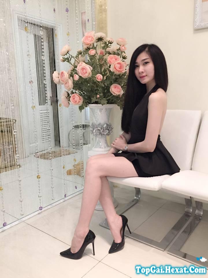 Hot girl Linh Elly khoe vếu cực xinh