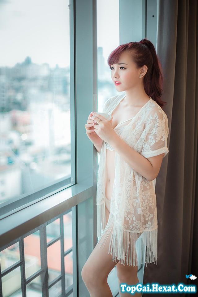 Hot girl Sài Thành cười duyên với váy ngủ mỏng manh|raw